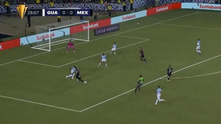 Funes Mori estrenó el casillero de goles de México con una diana de bella factura. Twitter/GoldCup