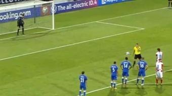 Michail podrá contarle a sus hijos que le paró un penalti a Modric. Captura/UEFATV