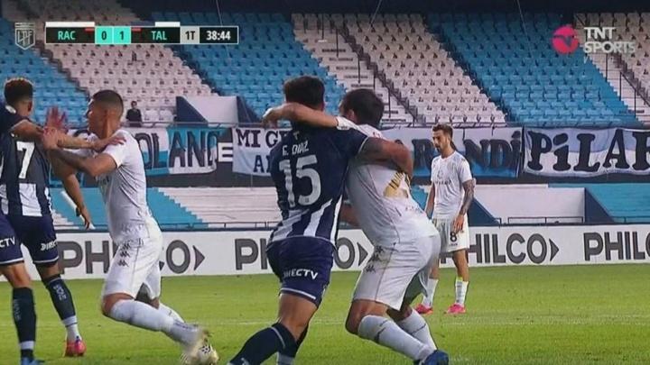 Cvitanich provocó un penalti a manos de Enzo Díaz. Captura/TNTSports