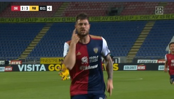 Victoria en el último minuto del partido del Cagliari. Captura/DAZN_IT
