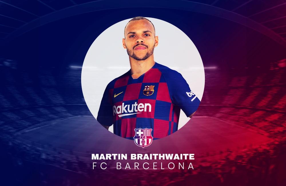 Braithwaite signe au Barça. EFE