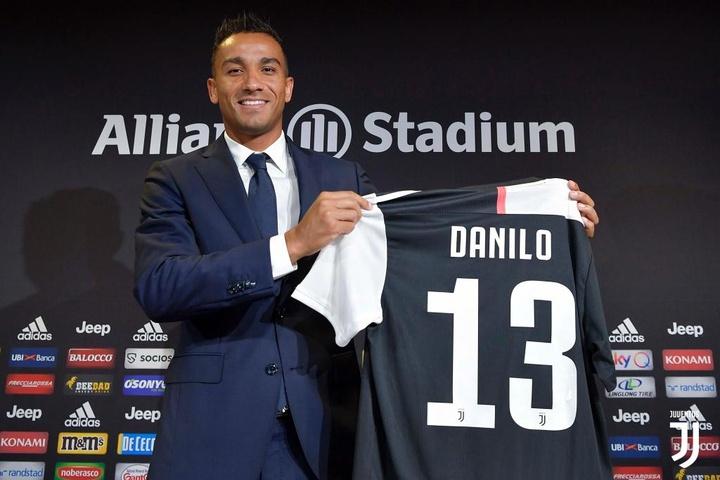 Danilo, presentado como una estrella en Turín. JuventusFC