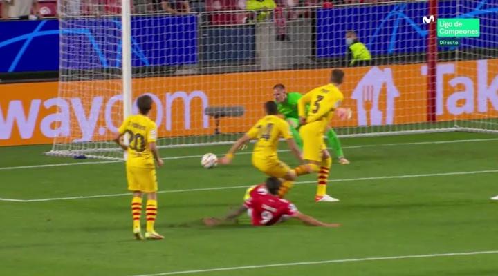 Benfica's Darwin Nunez scoring against Barcelona. Screenshot/MovistarLigadeCampeones