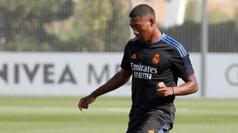 David Alaba trained, but with a bandaged knee. Twitter/RealMadrid