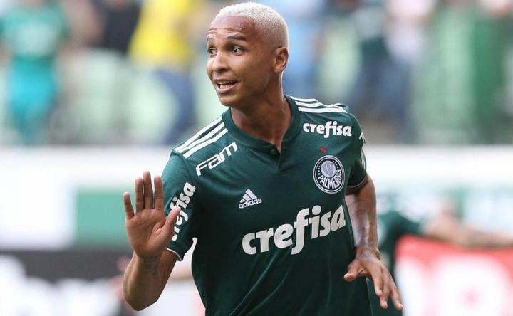 Deyverson compartilha música corintiana por engano e se desculpa. Twitter @Palmeiras