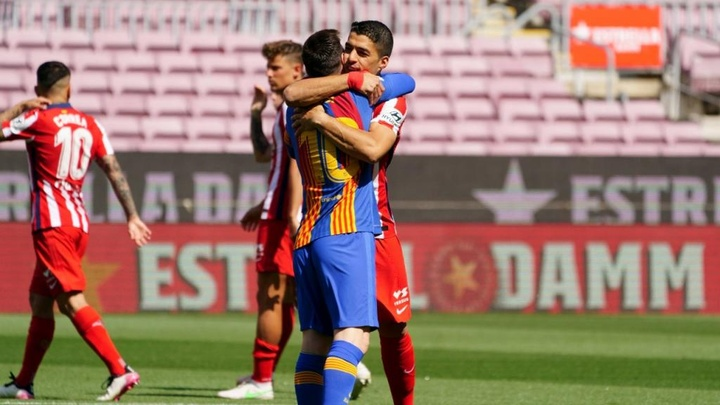 Suárez de retour au Camp Nou.