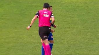 Claudio Aranda agredió a un jugador en Chile. Captura/TNTSports