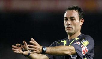 El día que Pérez Burrull llamó a Juanfran tras no pitarle dos penaltis en el Bernabéu. EFE