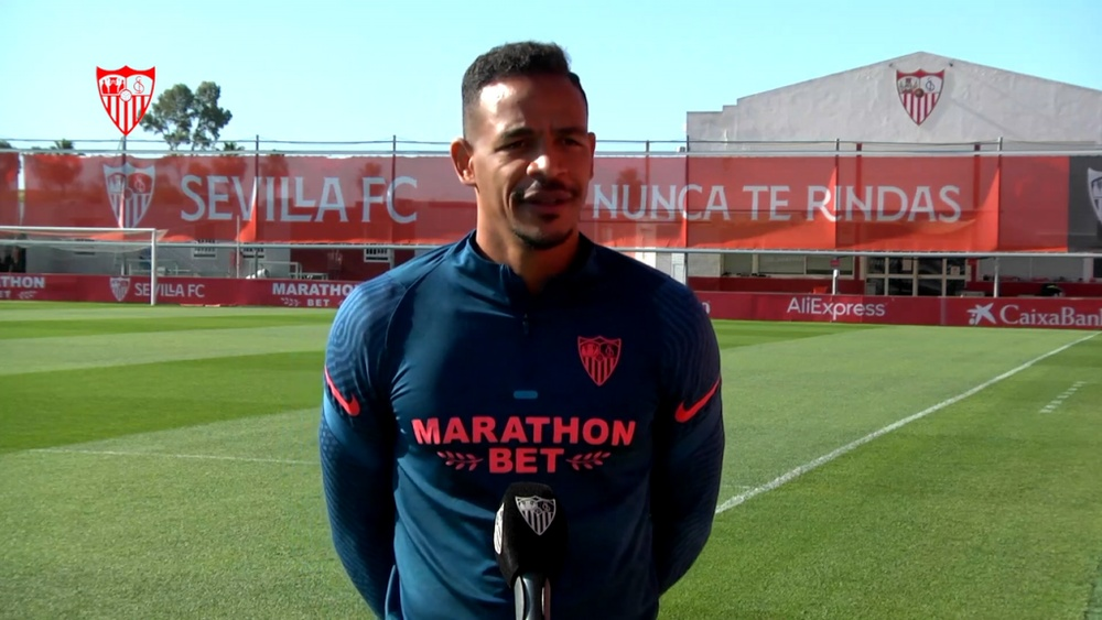 El Sevilla inicia negociaciones para la renovación de Fernando. Captura/SevillaFCTV