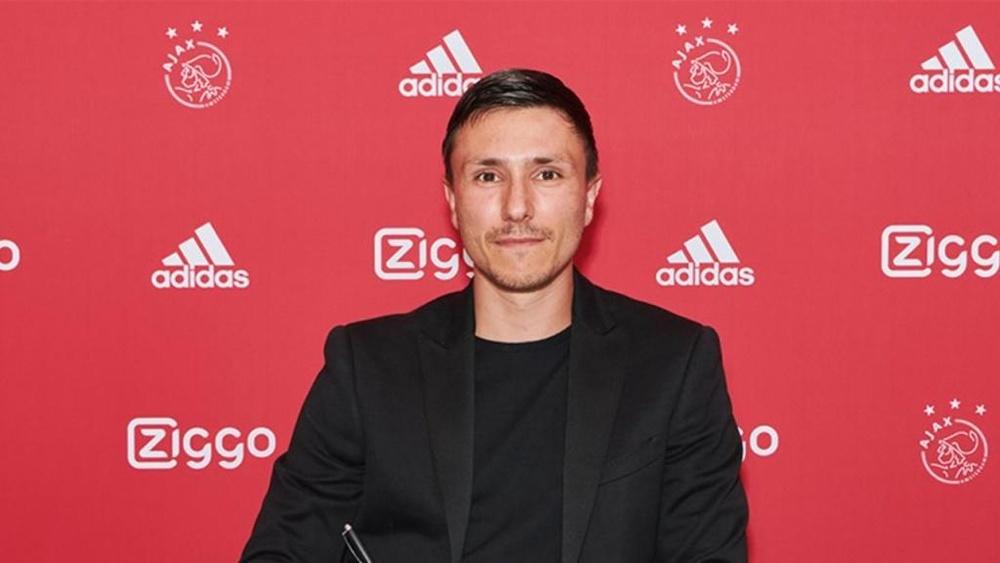 Berghuis se ha comprometido por cuatro temporadas con el Ajax. Ajax
