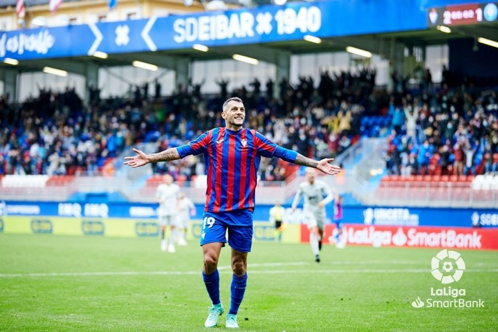 Stoichkov sentenció el partido con el tercer tanto del Eibar. LaLiga