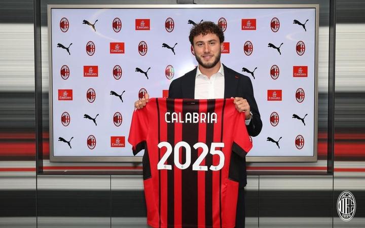 Davide Calabria prolonge jusqu'en 2022 avec l'AC Milan. ACMilan