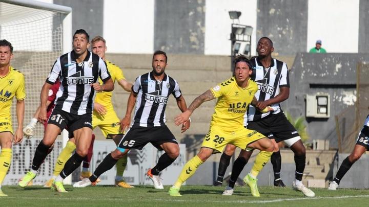 El UCAM Murcia cayó ante el RB Linense. UCAMMurciaCF