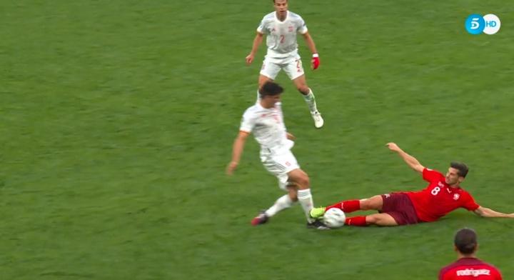 Del Atalanta-Madrid a la Eurocopa: Freuler vio otra roja de lo más polémica. Captura/Telecinco