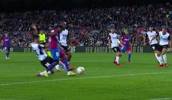 Un penalty controversé pour Ansu Fati, transformé magistralement par Depay. Capture/MovistarLaLiga