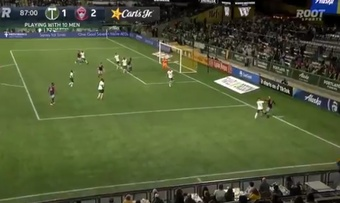 Michael Barrios hizo el 2-1 ante Portland con un golazo. Captura/MLSes