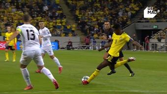 Isak marcó un golazo por la escuadra. Captura/BeMad