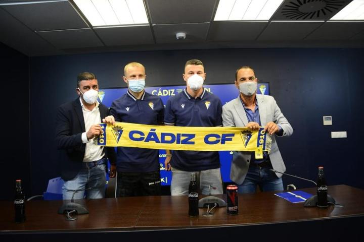 El Cádiz presentó a sus dos últimos fichajes hasta la fecha. Twitter/Cadiz_CF