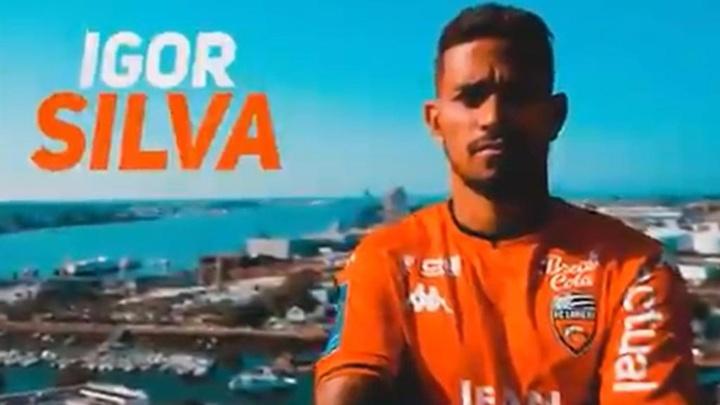 Igor Silva ya luce la camiseta de su nuevo equipo. Captura/FCLorient