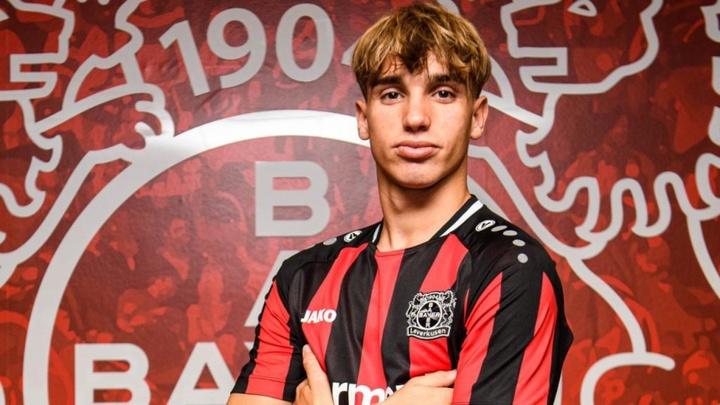 Iker Bravo firmó con el filial del Bayer Leverkusen. Twitter/bayer04