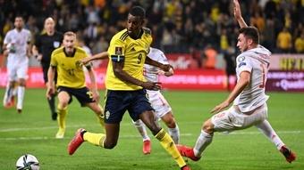Suécia vence de virada e assume liderança do Grupo B. AFP