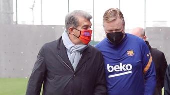Laporta y Koeman podrían cerrar el adiós a préstamo de Iñaki Peña. EFE