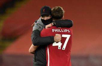 Nathaniel Phillips se deshizo en elogios hacia el trabajo del Liverpool. EFE/EPA/PETER POWELL