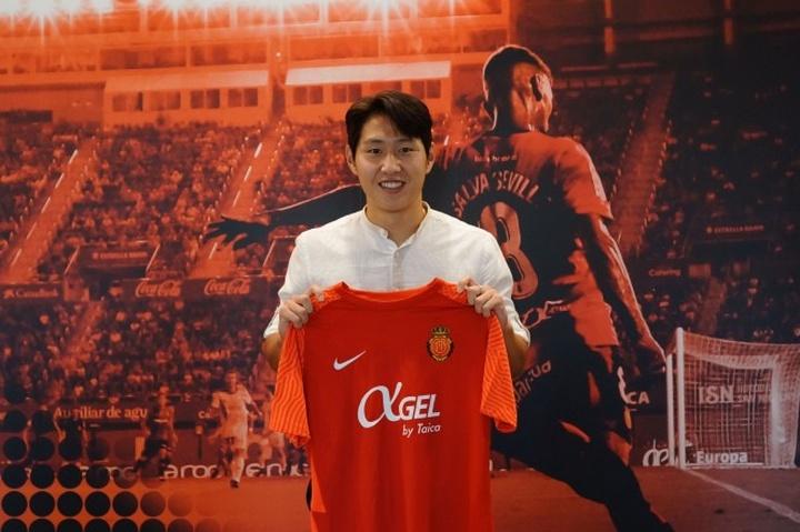 Kang-in Lee firmó hasta 2025. RCDMallorca