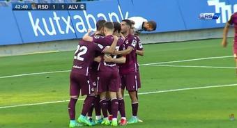La Real despachó al Alavés con goles de Januzaj, Pacheco y Zubeldia. Youtube/RSTV