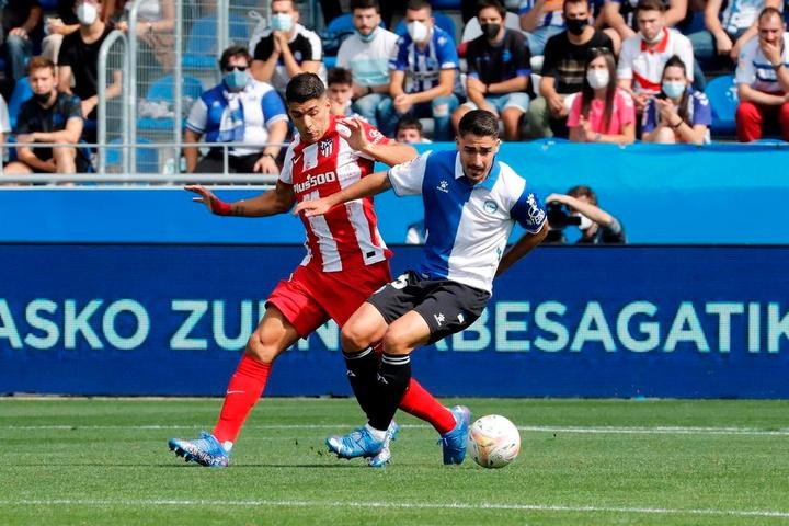 Un cabezazo de Laguardia fue suficiente para acabar con el Atlético. EFE