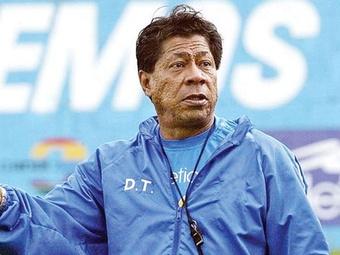 Madariaga busca nuevos jugadores que defiendan la camiseta de El Salvador. Twitter
