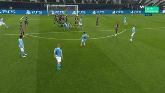 Mahrez's free-kick went through the PSG wall to make it 1-2. Captura/Movistar