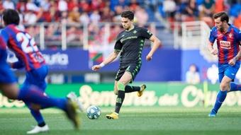 Marc Bartra, durante el Eibar-Betis de la jornada 22 de la temporada 19-20. EFE
