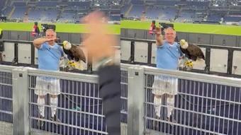 Despiden al halconero español de la Lazio por hacer gestos fascistas
