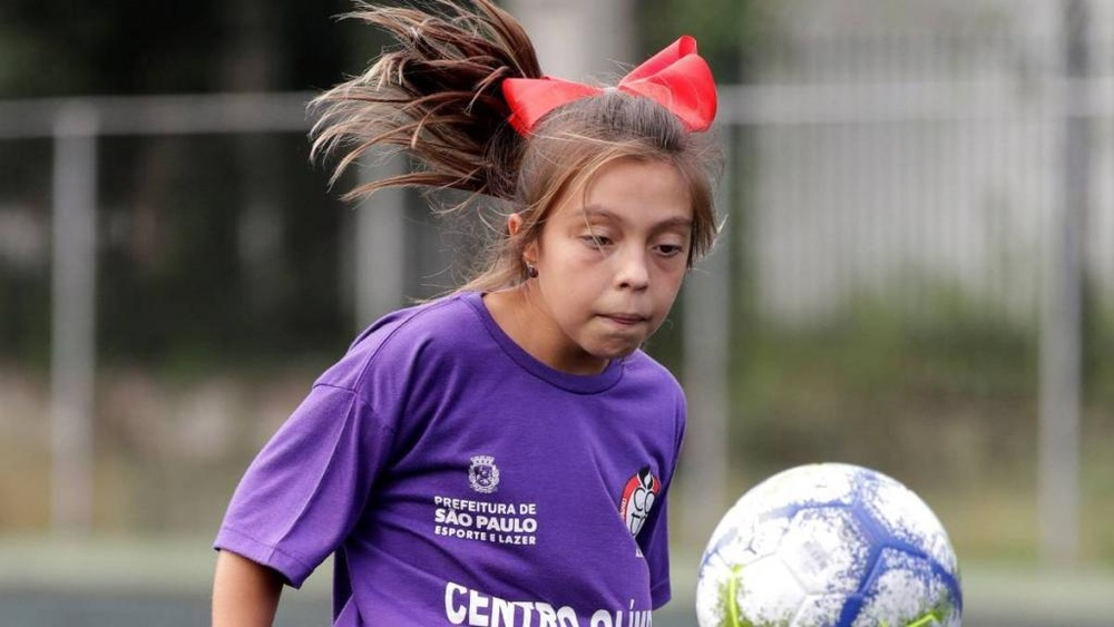 Natália, la primera niña en jugar en un equipo masculino en Brasil. SebastiaoMoreira/EFE