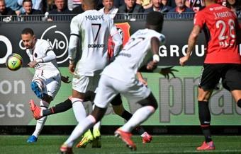 Rennes derrotou o PSG por 2 a 0. AFP/LOIC VENANCE