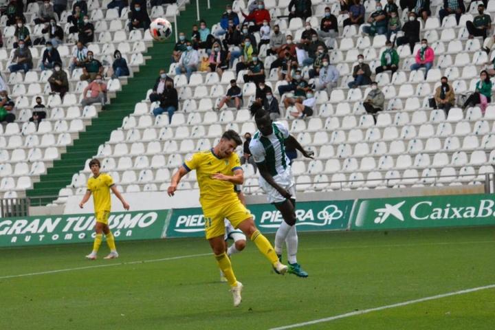 El Córdoba vence al Cádiz B, pero se queda fuera del ascenso a Primera RFEF. Twitter/Cadiz_CFCantera