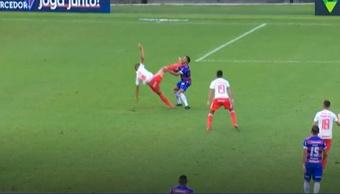 Pedro Henrique acerta o rosto do Robson na partida entre Fortaleza e Inter e é expulso. Captura Prem