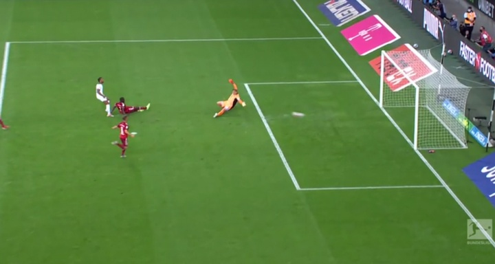O Bayern de Munique sofre o primeiro gol da Bundesliga 2021-22. Captura/Vamos