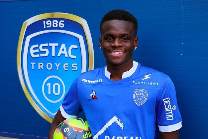 Officiel : Troyes annonce l'arrivée de Metinho pour un transfert record. Twitter/estac_officiel