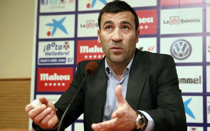 Raul Agné firma con el Nástic. EFE