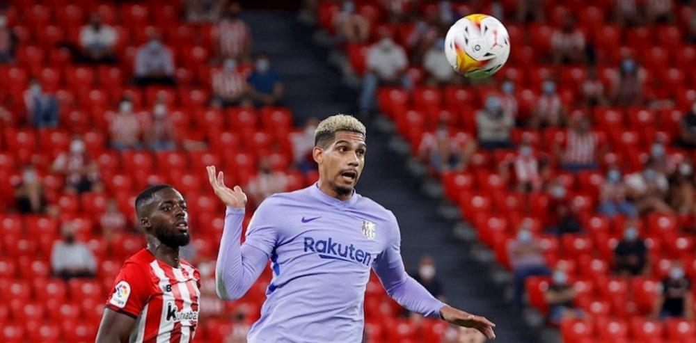 Koeman estará bajo mínimos: Araujo y Demir, convocados por Uruguay y Austria. EFE