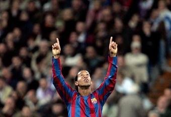 Ronaldinho es una leyenda del Barcelona. AFP/EFE