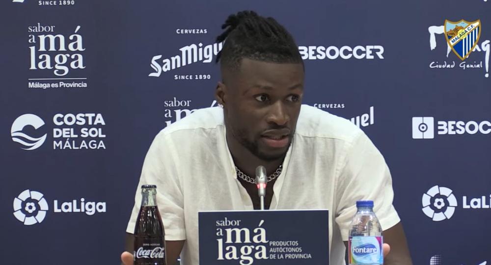 Sekou Gassama todavía no ha debutado con la camiseta blanquiazul. YouTube/MálagaCF