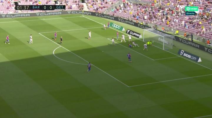 Sergi Roberto sacó provecho de la conexión Memphis-Alba para poner el 1-0. Captura/Movistar+LaLiga