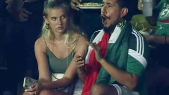 'Toluco' y su pareja, los más célebres de esta Copa Oro. Captura/TVAzteca