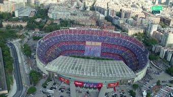 O mosaico que povoou o Camp Nou. AFP