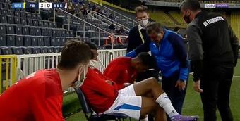Ricardo Gomes se negó a entrar al terreno de juego. Captura/BeinSports