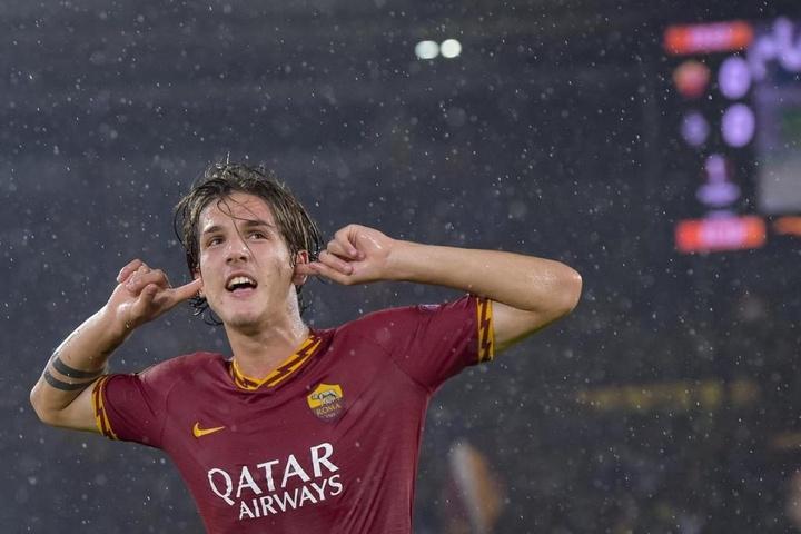 Après son geste vers les tifosi de la Lazio, Zaniolo écope d'une amende. Twitter/RomAS