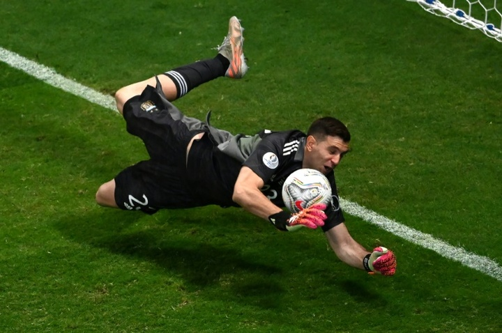 Keeper Martinez sends Argentina into Copa final against Brazil
